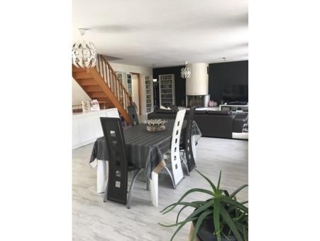 Acheter maison Montherme 187 m²  175 000  €