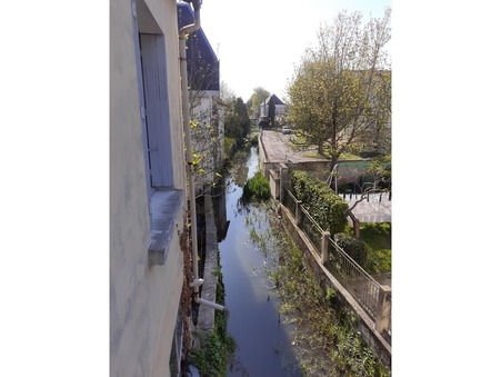 Achète immeuble Saint-Jean-d-Angely  128 400  €