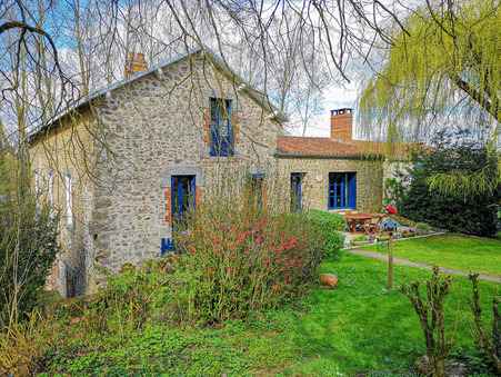 Vends maison POUZAUGES  416 000  €