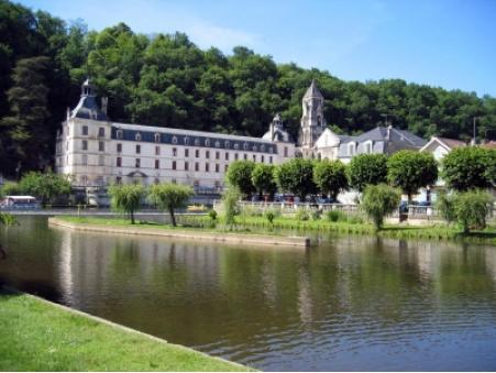 location maison cantillac  350  € 85 m²