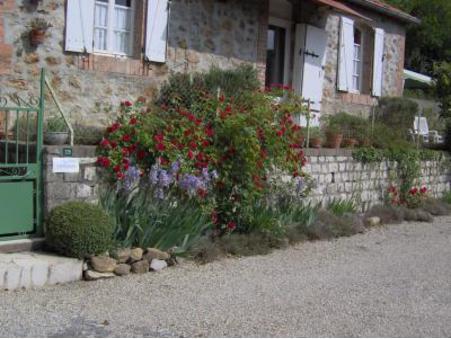 location gite meyrannes  220  € 32 m²