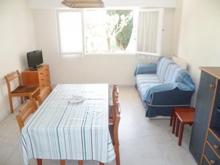 Location courte durée appartement HYERES 61.38 m²  244  €