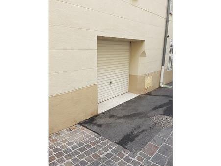 parking  80 €