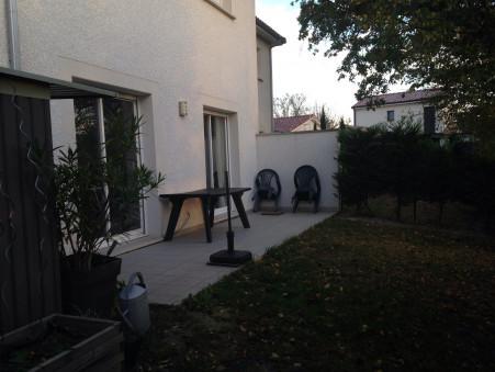 maison  900 €