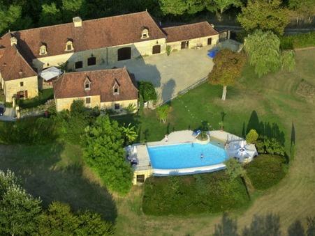 Vends maison LE BUGUE  876 750  €