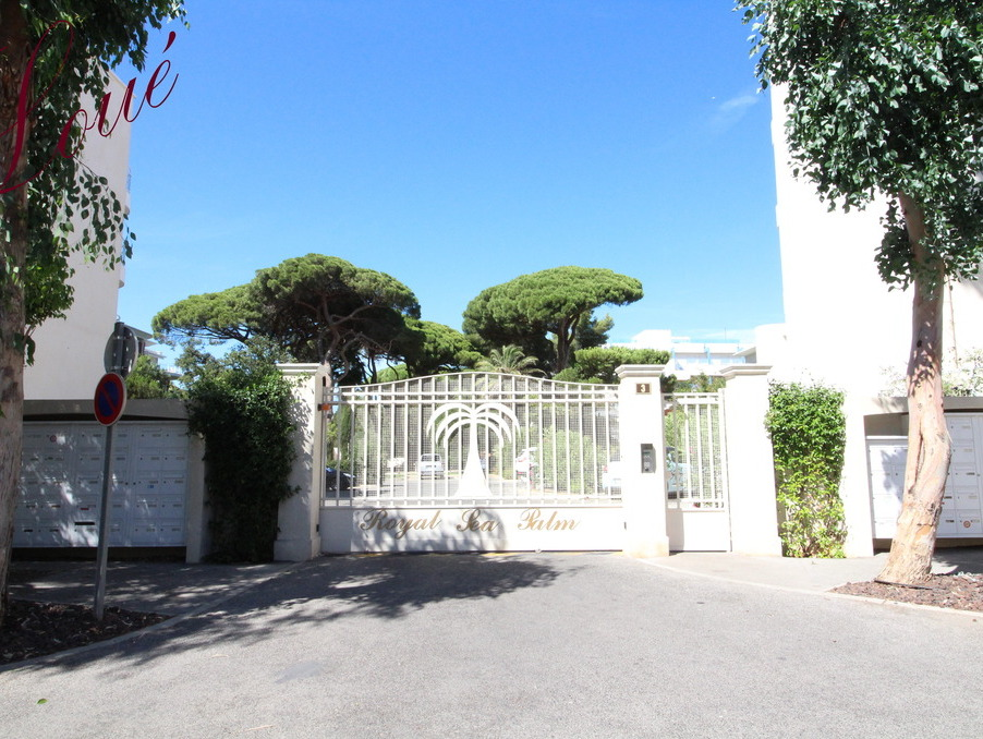 Appartement HYERES 1 300  �