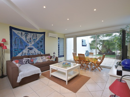 Maison 315000 €  Réf. E-200178 Port Camargue