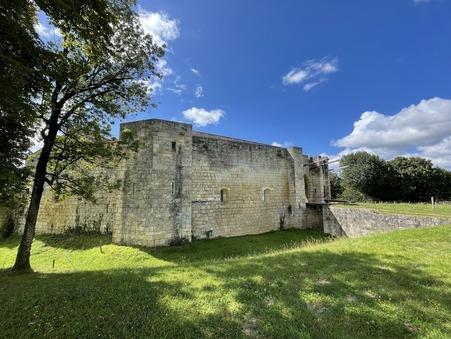 Chateau 1060000 € sur Saintes (17100) - Réf. SG2027