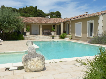 BEAUCAIRE  454 500€