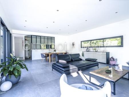 Vente Maison Saint-Sulpice-et-Cameyrac Ref :SR233 - Slide 1