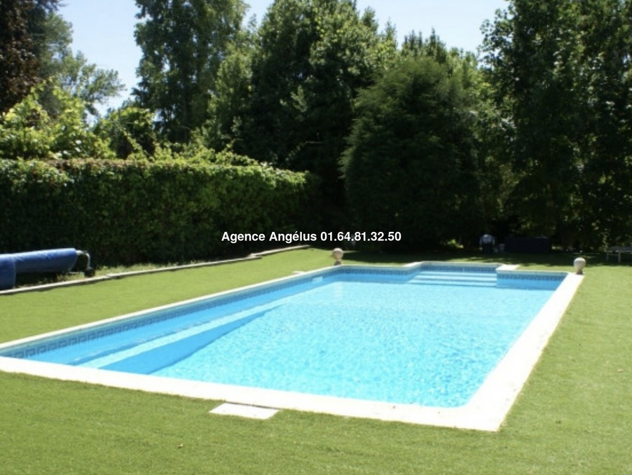 Maison BARBIZON  798 000  �