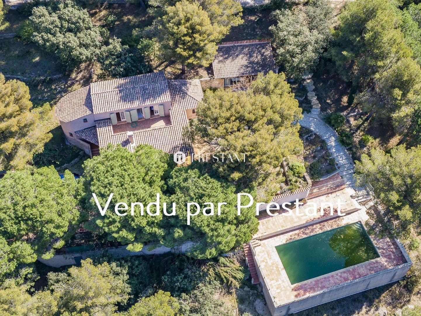 Maison BANDOL 1 295 000  �